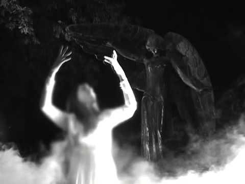 El maleficio de la estatua del ángel